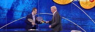 """Becker gioca a tennis con Fazio """"alla Fantozzi"""": «Ragionier Boris batti lei?»"""