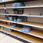 A Milano assalto ai supermercati: scaffali vuoti per carne, frutta e verdura