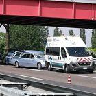 Travolto e ucciso mentre attraversa la A4. Auto in fila per 10 chilometri «È balzato in strada all'improvviso»