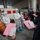 Coronavirus, a Wuhan pazienti dimessi di nuovo positivi al test: aumenta il periodo di quarantena