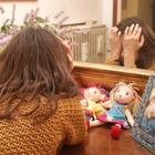 Violenta la figlia 14enne della vicina: «Ma con dolcezza». Pena ridotta