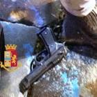 Inseguimento a colpi di pistola nel cuore di Napoli, due arresti