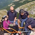 Disabile sogna di scalare la montagna e i poliziotti la portano a 2.108 metri