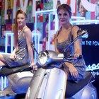Vespa Piaggio, il cuore si fa elettrico. Al salone di Milano agli scooter aumentano le ruote