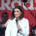 Laura Pausini in lacrime a Radio 2