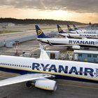 Ryanair, malore sul volo: l'aereo atterra a Cagliari ma è tutto inutile, morto un 75enne