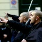 """""""Il saluto fascista non è reato se l'intento è commemorativo"""". La Cassazione chiude il caso"""