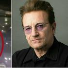 Bono Vox cade dal palco durante il concerto degli U2