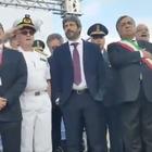 Roberto Fico con le mani in tasca durante l'inno di Mameli, Giorgia Meloni: «Presidente della camera indegno»