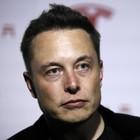 Tesla, Musk confessa stress da iperlavoro: «Sono esaurito». Titolo crolla: -9%