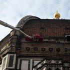Firenze, uomo si arrampica sulla cupola del Duomo