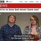 Giovani e innamorati, ma niente sesso: «Non lo facciamo da tre anni, siamo felici così»