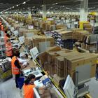 Amazon, nuovo bracciale per monitorare lavoratori