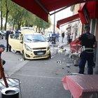 Brescia, auto travolge i tavolini di un bar: morta una donna di 45 anni