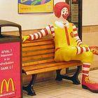 McDonald's, 10 ragazze e donne denunciano: «Molestate sessualmente da colleghi e superiori»