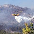 Le fiamme ormai vicine all'Aquila, censimento dei residenti delle zone a rischio in caso di evacuazione