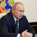 Covid, esperti mondiali su Nature: «Vaccino russo avventato, pochi i dati»