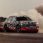"""Audi e-tron, elettrica no limits. Nel deserto della Namibia al volante del primo Suv dei """"Quattro Anelli"""" dalle performance superbe"""
