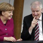Germania, scandalo migranti: Seehofer chiude il centro asilanti di Brema