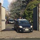 Sciacalli delle tombe, rubavano oggetti preziosi nelle bare: arrestati 15 operatori del cimitero