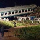 Torino, treno investe tir e deraglia: 2 morti e 23 feriti.