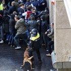 Ajax-Juve, fermati 120 ultrà bianconeri: avevano spray al peperoncino e manganelli