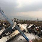 Aereo si schianta all'atterraggio sulla pista di Kathmandu: 50 morti, 17 salvi