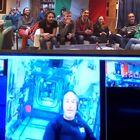 Parmitano dalla stazione spaziale Iss: «Io quassù mangio la pizza liofilizzata, voi al Polo Sud avete lo chef»