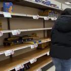 Coronavirus a Milano negozi e supermercati presi d'assalto