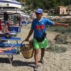 Il venditore di cocco in spiaggia tormentone su Whatsapp