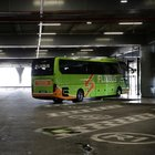 Bus partito da Milano bloccato in Francia: «L'autista ha una brutta tosse». Passeggera chiama la polizia