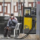 Carburanti: listini ancora fermi, quotazioni petrolio in discesa ma prezzi benzina e diesel non scendono