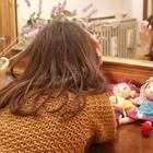 Bimba non parlava degli abusi, madre affidataria la lasciò sotto il temporale