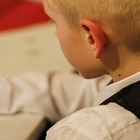 Cifosi da smartphone e tablet, è allarme tra i bambini