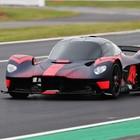 Aston Martin Valkyrie, a Silverstone primi giri in pista per il prototipo