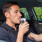 Etilometro o infrarossi per non guidare ubriachi. Ue chiede centraline sulle auto, la Francia ha già iniziato
