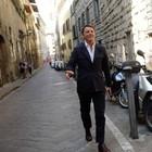 """Renzi fa le consultazioni per strada a Firenze e chiede alla gente: """"Te lo faresti un accordo con M5s?"""". Ecco cosa gli hanno risposto"""