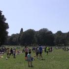 Popolo del picnic a Capodimonte: «Finalmente è arrivata l'estate»