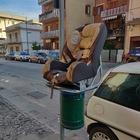 È emergenza rifiuti a Scafati:  in strada anche un seggiolino