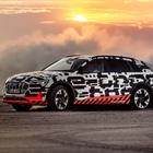 Audi e-tron prestazioni da urlo anche in off-road, nel test in Namibia supera le insidie del deserto e della savana
