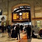 Marocchino rapina un uomo in Stazione Centrale: inseguito da un gruppo di migranti e arrestato
