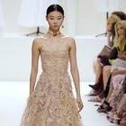 Dior sfila a Parigi, eleganza e tinte pastello nella Haute Couture di Maria Grazia Chiuri