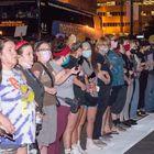 Floyd, donne bianche in fila difendono i manifestanti di colore dalla polizia