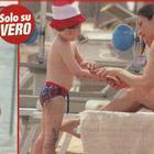 Manuela Arcuri e il figlio Mattia al mare a Rimini