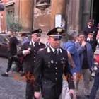 Carabiniere ucciso a Roma, la moglie esce dalla chiesa dopo la messa
