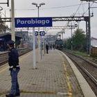 """Ragazzo di 15 anni morto investito da un treno: """"roulette russa"""" sui binari con un amico 13enne"""