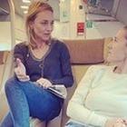 """Sonia Bruganelli, nuova provocazione social: la foto in treno con i """"piedi sul sedile"""" Video"""