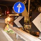 Corso Francia, automobilista si distrae per vedere i fiori per Gaia e Camilla: tampona la polizia