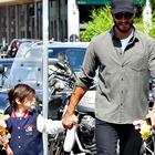 Stefano De Martino torna dall'Honduras, subito a Milano dal figlio: «Mai più senza Santiago»