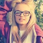 Sale sul tetto per una bravata, scivola e cade da 4 metri: Chiara morta a 19 anni